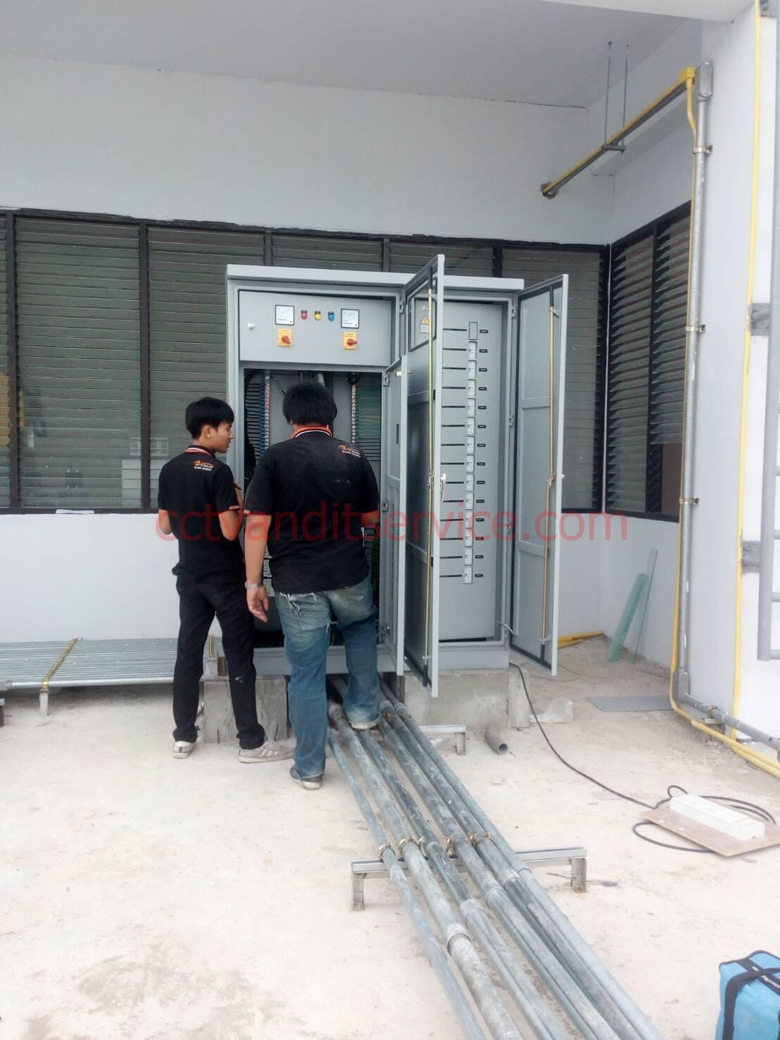 เชียงใหม่ช่างไฟฟ้ามืออาชีพ ทีมงานมีฝีมือมาตราฐานไฟฟ้า เชียงใหม่ ลำพูน ลำปาง รับแก้ไขระบบไฟฟ้า3เฟส ระบบอินเตอร์เน็ต (Network) ระบบกล้องวงจรปิด (CCTV) โรงงานขานดเล็ก กลางและใหญ่ บ้าน อาคาร สำนักงานทุกชนิด