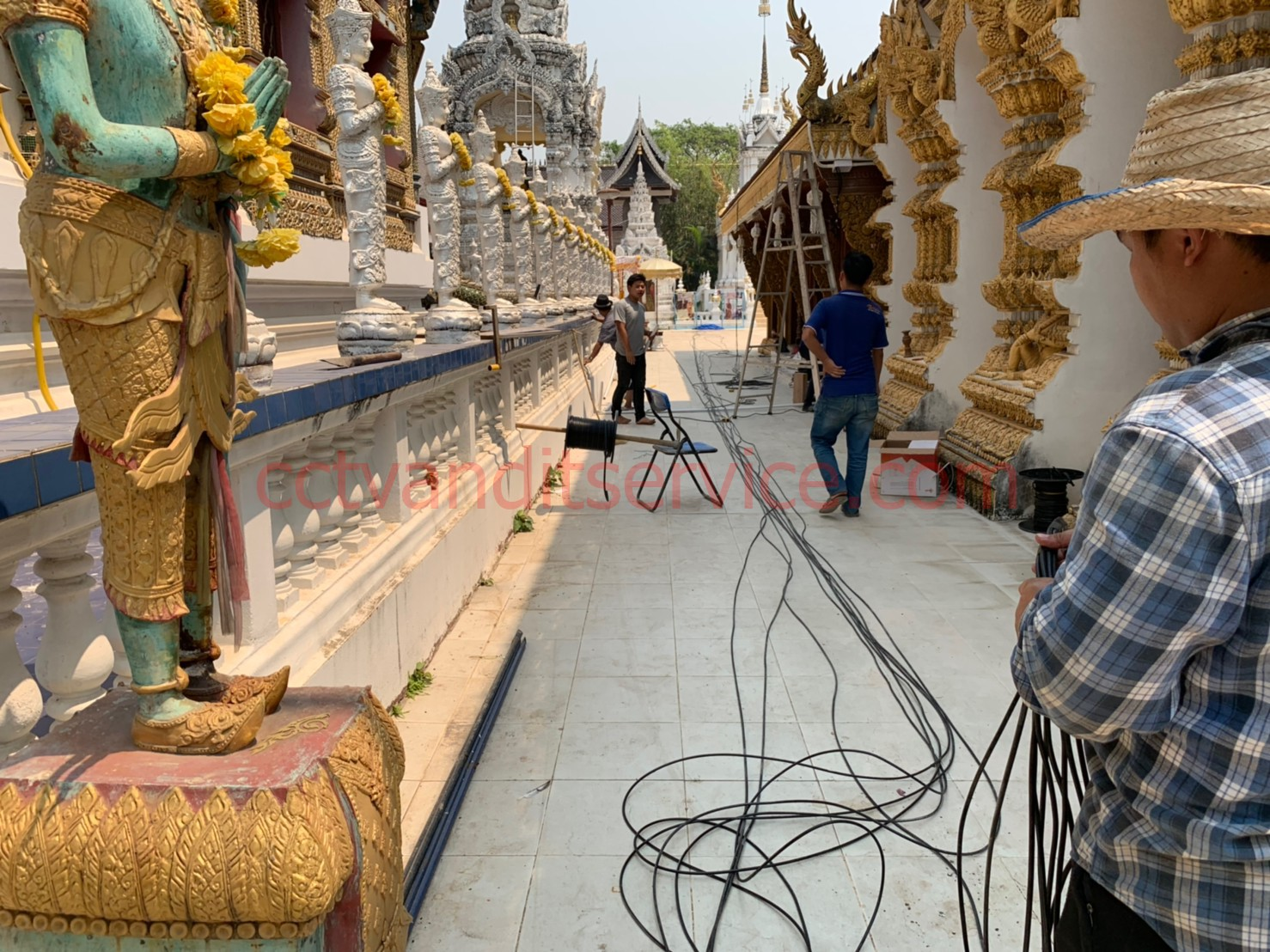 กล้องวงจรปิด HIKVISION & HiLook Thailand งานรายวันติดตั้งกล้องวงจรปิดhilook 4ch 8ch 16ch ตามบ้านลูกค้าทั่วไป ช่างติดตั้งรวดเร็วเป็นระเบียบเก็บสายเรียบร้อยสวยงาม ราคาถูก